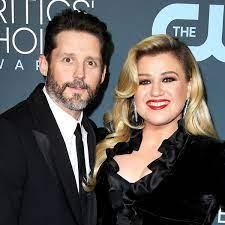 Kelly Clarkson Owes Ex-Husband Nearly ...