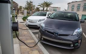2012 Chevrolet Volt vs. 2012 Toyota Prius Plug-in - Comparison ...