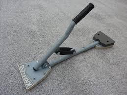 carpet stretcher. features carpet stretcher