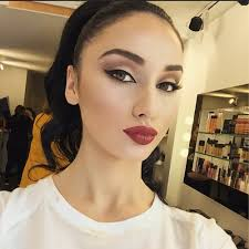 most por s for this image include professional makeup artist auf insram you