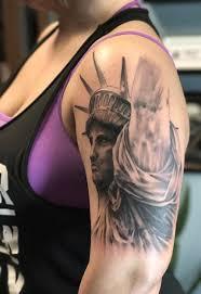 рисунок статуи свободы на плече женщины фото рисунки эскизы