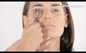 how to use eyelash curler. how to use eyelash curler y