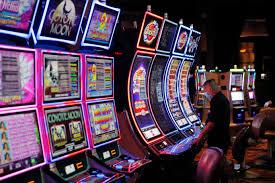 Gambling returns to Las Vegas after historic casino closure – San  Bernardino Sun