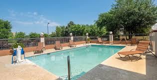 red roof inn suites savannah gateway outdoor swimming pool