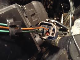 newbie a fuel injection wiring question nissan forum it as you can see has only 3 wires a red plug in 4 which if my deductions are correct is supposed to feed injector 6