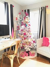 Raymour Flanigan Living Room Furniture Decorating A Teen Room For Christmas Black White Gold And Hot Pink