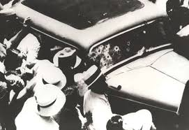 bonnie and clyde fbi a crowd gathers around bonnie and clyde s bullet ridden ford sedan not long after the