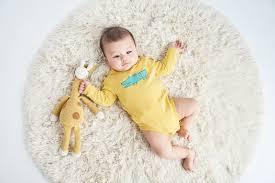 Mặc quần áo cho trẻ sơ sinh vào mùa đông: Ồ! Quá dễ!
