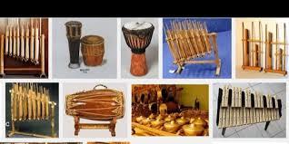 Santu adalah alat musik berbentuk tabung yang kamu bisa mainkan dengan cara dipetik. Guru Berbagi Alat Musik Tradisional
