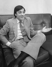 """Cruyffista on Twitter: """"Año 1977. Un joven Al Pacino conversa  distendidamente en unos de los descansos del rodaje de la película El  Padrino. (Los Angeles, California)… https://t.co/o3vf09kzql"""""""