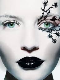 makeup based on eyeliner gothic style