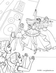 Coloriage De Barbie Princesse Et Barbie Popstar Pendant Un De