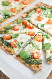 spinach pesto and tomato flatbread pizzas an easy dinner that you can have on your
