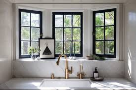 calacatta marble frames the sink and windows in interior designer amy sklar s la kitchen see