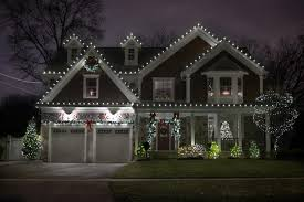 Classic Holiday Lights Y E S Contractors Holiday Decorating Simple And Classic