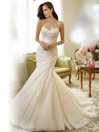 sweetheart neckline organza wedding dress
