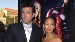 There might also be suit, suit of clothes, dress suit, full dress, tailcoat, tail coat, tails, white tie, and white tie and tails. Liebescomeback Ben Affleck Besucht Jennifer Lopez Zu Hause
