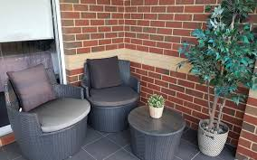 entertain in small outdoor spaces
