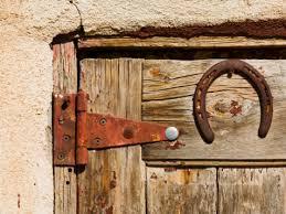 how to remove rust from door hinges