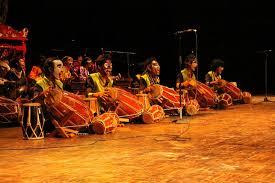 Musik tradisional tumbuh subur di daerah tertentu dengan tetap menggunakan bahasa lokal, gaya, dan tradisi daerah setempat. Rampak Gendang Dari Indonesia Untuk Dunia Indonesia Kaya
