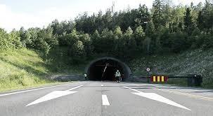 Vurderer å oppheve forbudet for tunge kjøretøy etter at alle viftene er skiftet ut i oslofjordtunnelen. Darlig Luft Stengte Oslofjordtunnelen Abc Nyheter