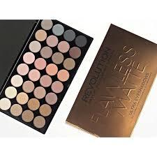 con un packaging sofisticado y un espejo de tamaño grande paletas sombras eyeshadow palette makeuprevolution