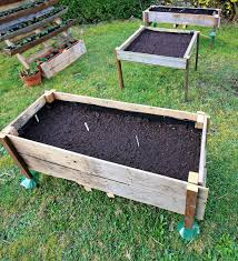 easy diy elevated planter box from pallet