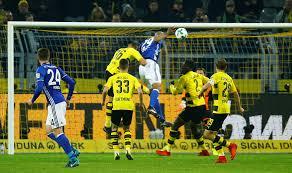Revierderby in der Bundesliga: 4:4 nach 0:4 – Schalke 04 stürzt den BVB  tief in die Krise - Sport - Tagesspiegel
