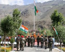 indian army solrs pay their respects at the spot in dr sector in kargil