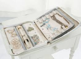 Need this travel jewelry organizer.