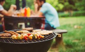 Simple Summer Backyard Barbecue Tips - Better Homes and Gardens Real Estate  Life
