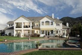 35 Classic House Design Ideas (Traditional Home Design Photos)