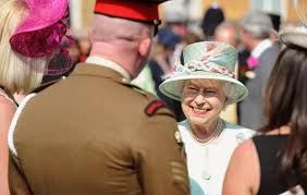 the queen s buckingham palace garden parties