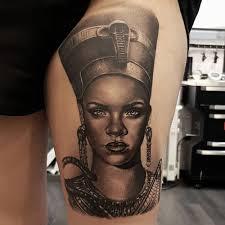 Tatuaje De Rihanna Como Nefertiti En El Muslo