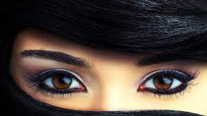 Beautiful Brown Eyes Picture in Close ...