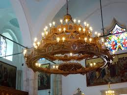 Datei10 Agios Titus Der Kronleuchter Aus Holz Mit Heiligen