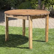 4 seat round scandinavian redwood garden table