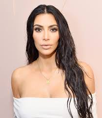 p for most of 2017 kim stra away from her iconic contoured look