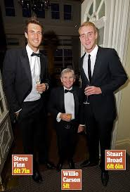 jockey size legendary jockey willie carson dwarfed by england cricketers at