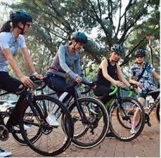 Kali ini luna maya ingin berbagi tips bersepeda yang aman. Hobi Baru 10 Gaya Luna Maya Gowes Pakai Sepeda Mahal