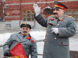 lenin and stalin lenin and stalin impersonators charge tourists 10 for photos