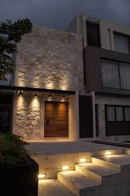 Casa SS. Fachada / Muros de piedra / Iluminacin / Plaza de acceso /  Nocturna