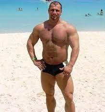 handsome bodybuilder marc maloney enjoying holidays - Health Niche