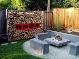 ... View in gallery A contemporary backyard ...
