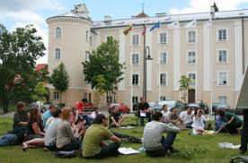 Система образования в Литве школы колледжи и ступени  бесплатное образование в Литве