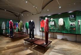 it s in the historic palazzo della mercanzia in florence s piazza della signoria that the gucci garden galleria has been housed conceived by the house s