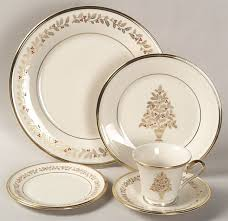 Christmas China Patterns Cool I Love This Pattern I Have Several Pieces Christmas China Patterns