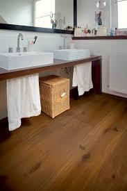 Parkett Im Badezimmer Harte Holzarten Trotzen Der Feuchtigkeit Im