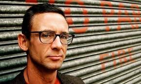 strange but true a short biography of chuck palahniuk the cult chuck palahniuk photo by sarah lee