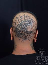черно белая татуировка змеи на голове фото татуировок